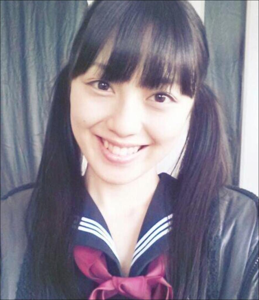 沢井美優が制服を着ている姿